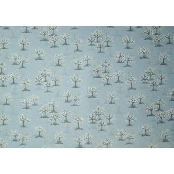 Geschenkseide; 50 x 75 cm; Bäumchen mit weißen Tupfen; hellblau; Seide, geprägt; Bogen, einmal gelegt