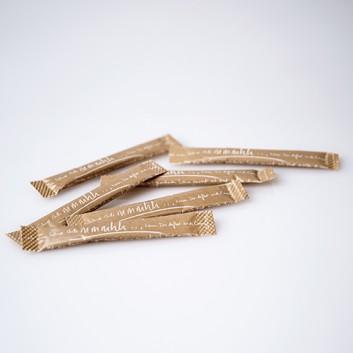 Zuckersticks -mmmhh-; brauner Rohrzucker - 3,6 g pro Stick; braune Hülle negativ ausgespart -mmmhh-; 1000 Sticks im Karton