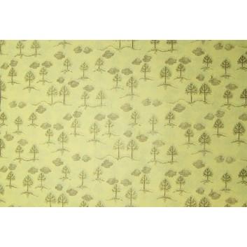 Geschenkseide; 50 x 75 cm; Bäumchen; braun auf chamois; Seide, geprägt; Bogen, einmal gelegt