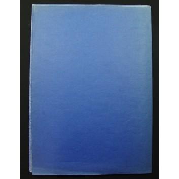 Geschenkseide; 50 x 75 cm; uni; blau (teilweise verblichen); Seide, geprägt; Bogen, einmal gelegt; ca. 25 g/qm
