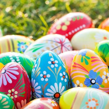 Paper + Design Cocktail-Servietten; 25 x 25 cm; Vibrant eggs - Fotomotiv: Ostereier; bunt; #191676; 3-lagig; 1/4-Falz (quadratisch); Zelltuch