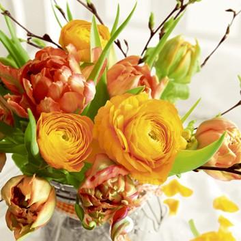Paper + Design Servietten; 33 x 33 cm; Spring Bouquet: Fotomotiv Blumenstrauß; orange-grün; #200580; 3-lagig; 1/4-Falz (quadratisch); Zelltuch