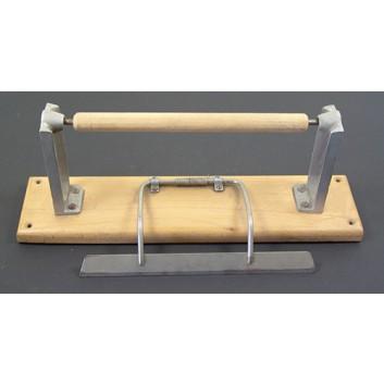 Abroller Holz; 25 cm; Untertisch, waagrecht; glattes Messer; für Papier; Holz, Typ B: alufarben, Bügel vernickelt; 2. Wahl